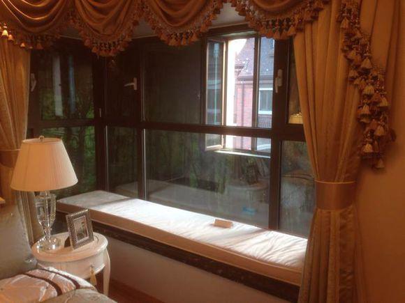 或者欣赏窗外的风景,但是却有很少的人注意到自家 卧室的窗户上面