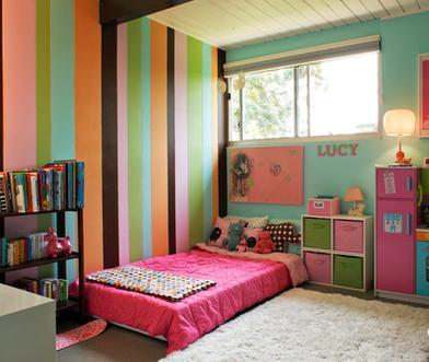由他们自己来选择和搭配儿童房的色彩,而家人只要起到整体控制的作用