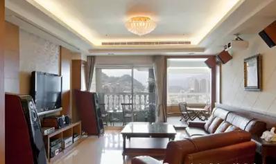 1,欧式客厅吊顶设计充分呈现古典与奢华  圆拱形的吊顶设计,中间是图片