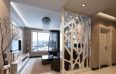 纯白色的屏风隔断,简单的图案,在柜子上放一些装饰,显得整个房间特别