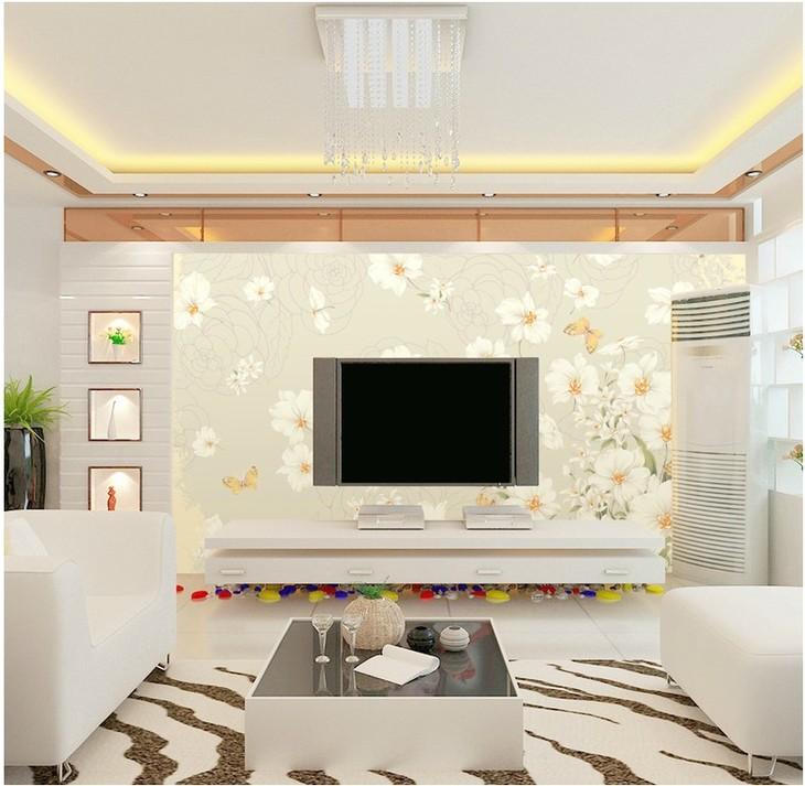 电视背景墙采用了花鸟画,色彩淡雅,使空间充满了自然的艺术感,而窗户