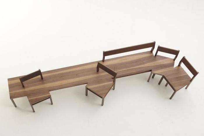 生活中,总有一些奇思妙想的家具设计师,他们的想象力、创造力超乎你的想象。今天小编为大家介绍4款最新极具个性创意家居设计:室内长凳。他们大多数是使用整块实木,又或者是板材拼接而成,而且形状各异。 台灯个性创意家居设计  在普通的长凳上面增加了台灯和一个树杈形状的元素。不仅仅可以长凳休息看书,还可以用来挂衣服、帽子,简直就是一个多功能衣帽架啊。真是相当实用。作为一个客厅家具,也是非常有时尚感的。 连体凳子个性创意家居设计  看到这款连体长凳家具,创意十足,是不是让你想起去饭店吃饭等座位的场景,如有每个饭店都有