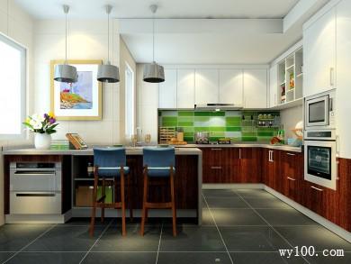 自然风格厨房效果图 9㎡U字型的橱柜布局 title=