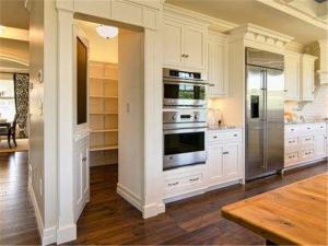 简欧风格开放式厨房隐形门