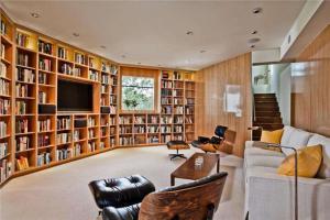 豪华客厅书柜墙