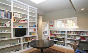 客厅转角书柜