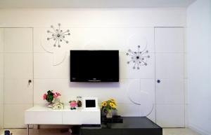 客厅隐形门装修效果图电视