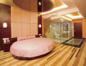 圆床榻榻米主人房设计