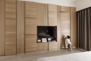 隐形门卧室电视背景墙