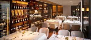 西餐厅欧式酒柜