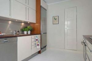 简约家装开放式厨房隐形门
