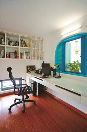 阁楼家庭书桌