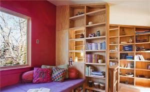 多彩榻榻米儿童房书柜