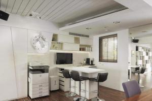 开放式厨房隐形门吧台设计
