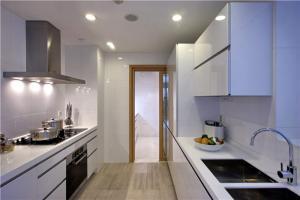 家庭厨房橱柜颜色搭配