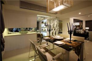 家居饭厅餐桌