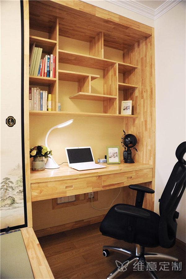 次卧榻榻米书桌组合设计