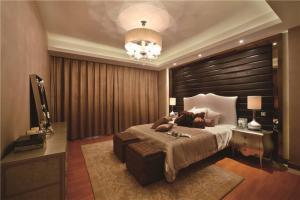 实木卧室飘窗设计