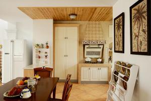 小客厅餐桌样板间