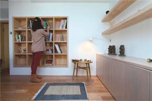 儿童简易书柜背景墙