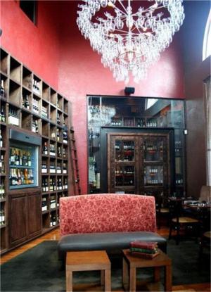 别墅地下室欧式酒柜