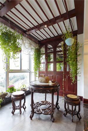 中式雕花餐桌阳台改餐厅效