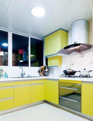果黄色橱柜阳台改厨房效果