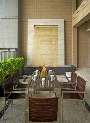 家装小户型客厅餐桌