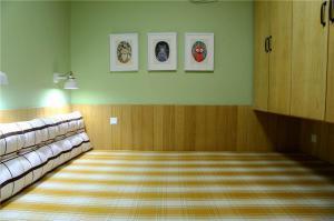 客厅阳台榻榻米改造成卧室
