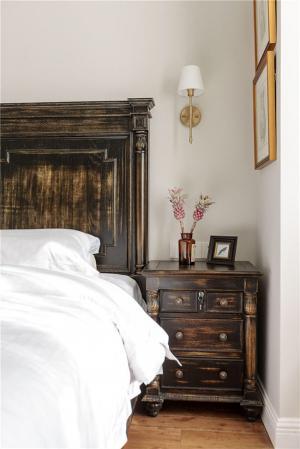 中式实木床床头柜搭配