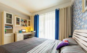 三居室卧室书桌