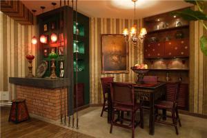 家居小户型客厅餐桌