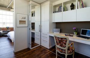 现代卧室书柜效果图