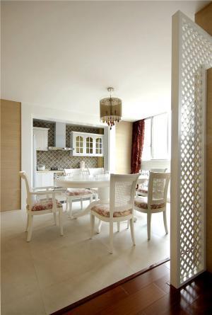 家装小客厅餐桌