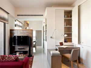 客厅与小书房书柜