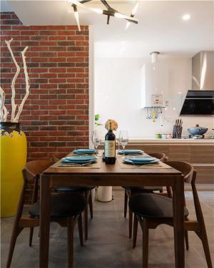 30平方小户型装修木餐桌
