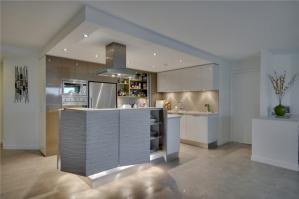 典雅时尚开放式厨房隐形门