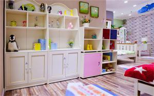 儿童房布置装饰柜