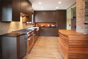 黑色厨房间橱柜