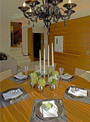 �易中式餐桌