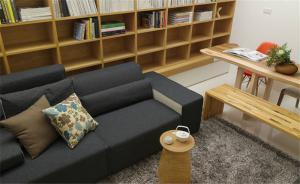客厅与卧室书桌