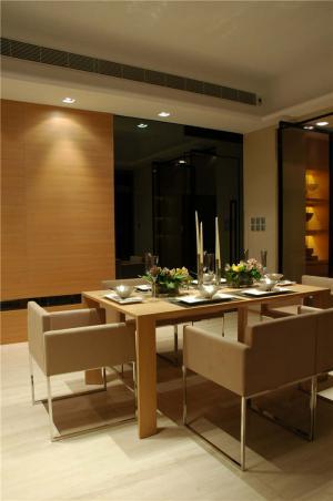 温馨长方形餐桌