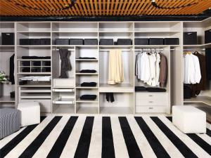 实木最新整体衣柜