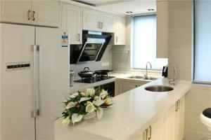 纯白色小厨房橱柜