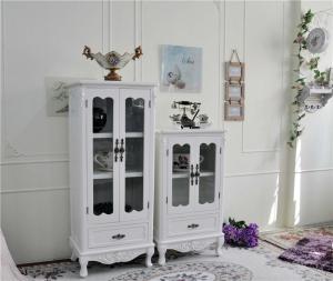 纯白色欧式酒柜