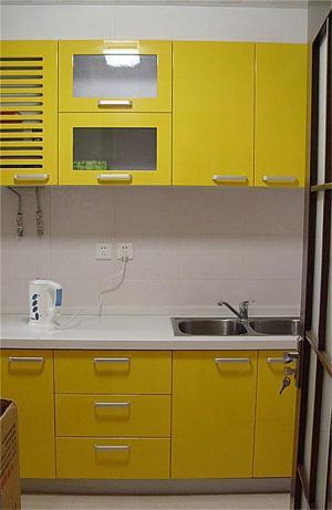 果黄色家具橱柜