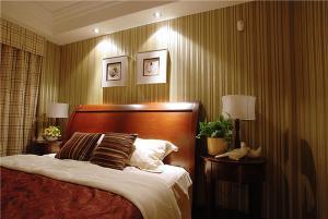 小卧室床榆木床