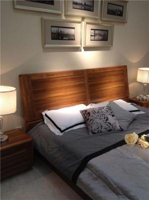 卧室双人床床头搭配