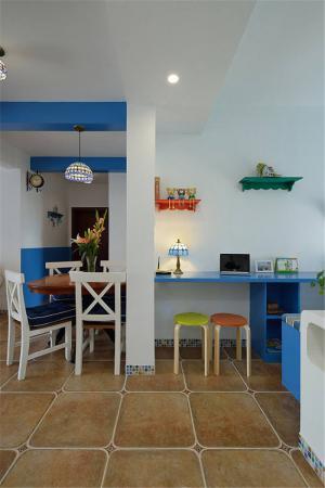 温馨客厅小餐桌
