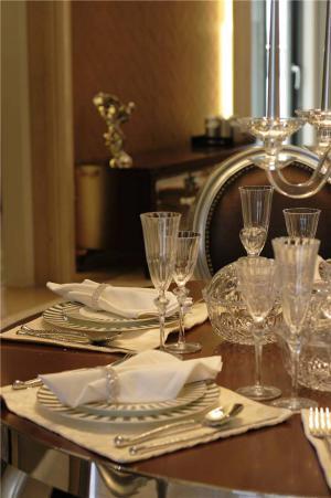 简易小客厅餐桌图片